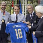 Mattarella conferisce le onorificenze dell'OMRI alla Nazionale di calcio